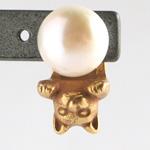 銀工房AramaRoots(アラマルーツ) パールと猫のピアス 真鍮 K18GP アンティーク加工 片耳 [AY26]