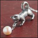 銀工房AramaRoots(アラマルーツ)  パールと猫のネックレス シルバー いぶし [AP58]