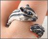 動物好きさん必見♪シルバー素材で表現されたリアルでかわいいシマリスのリング。