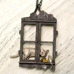 DECOvienya(デコヴィーニャ) 手作りアクセサリー 窓辺の攻防ペンダント ブラック [DE-037B]