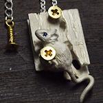DECOvienya(デコヴィーニャ) 手作りアクセサリー ネズミ隠れ家ペンダント ホワイト [DE-056W]