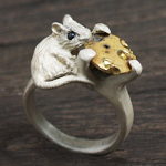 DECOvienya(デコヴィーニャ) 手作りアクセサリー ネズミ立て爪リング ホワイト [DE-058]