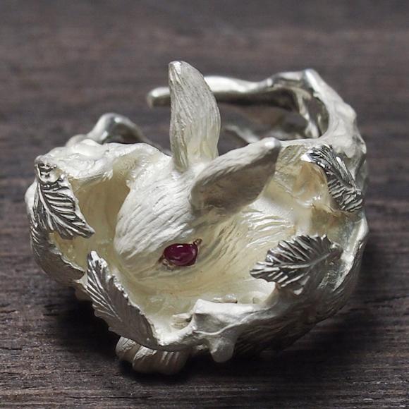 DECOvienya(デコヴィーニャ) 手作りアクセサリー ウサギの隠れ家リング ホワイト [DE-062W]