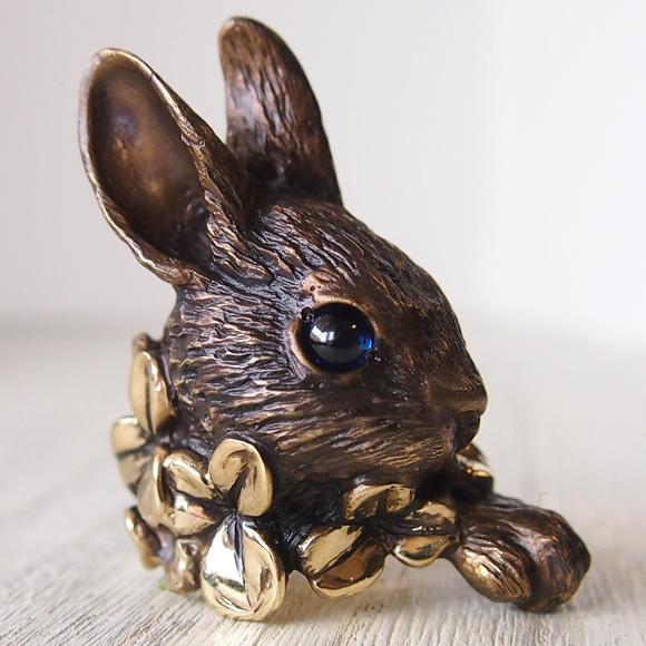DECOvienya(デコヴィーニャ) 手作りアクセサリー 大きなウサギとクローバーリング ゴールド [DE-093G]