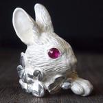 DECOvienya(デコヴィーニャ) 手作りアクセサリー 大きなウサギとクローバーリング ホワイト [DE-093W]
