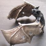 DECOvienya(デコヴィーニャ) 手作りアクセサリー こうもりバングル シルバー [DE-095S]