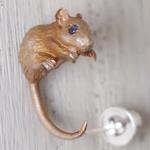 DECOvienya(デコヴィーニャ) 手作りアクセサリー ネズミピアス シルバー  片耳 [DE-096C]