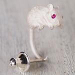 DECOvienya(デコヴィーニャ) 手作りアクセサリー ネズミピアス シルバー  片耳 [DE-096W]