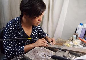 手作りアクセサリーブランドDECOvienya(デコヴィーニャ)を手がける1koubou(ワンコウボウ)代表 坂井明博(さかい・あきひろ)さん
