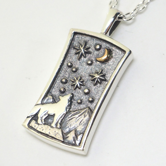 moge(モゲ)手作りシルバーアクセサリー 同じ月を見てた—狼— シルバーネックレス [mo-N-029]