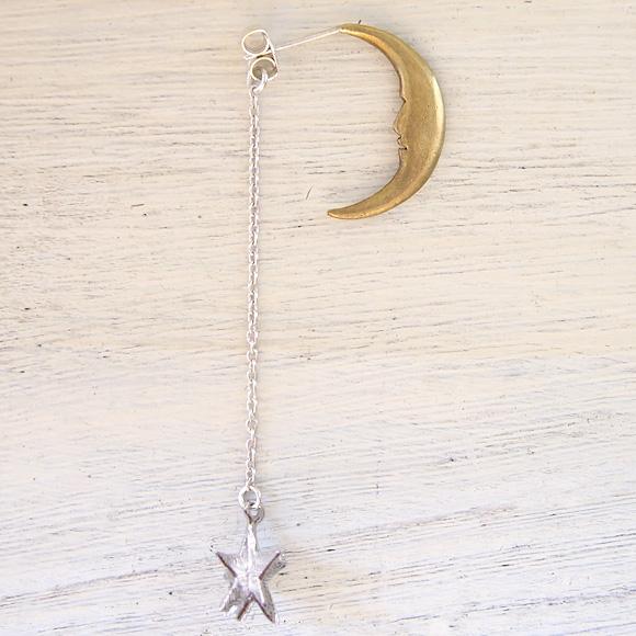 sasakihitomi アクセサリー作家・佐々木ひとみ 月と星のピアス Sサイズ・真鍮の月 片耳 [No-039-B]