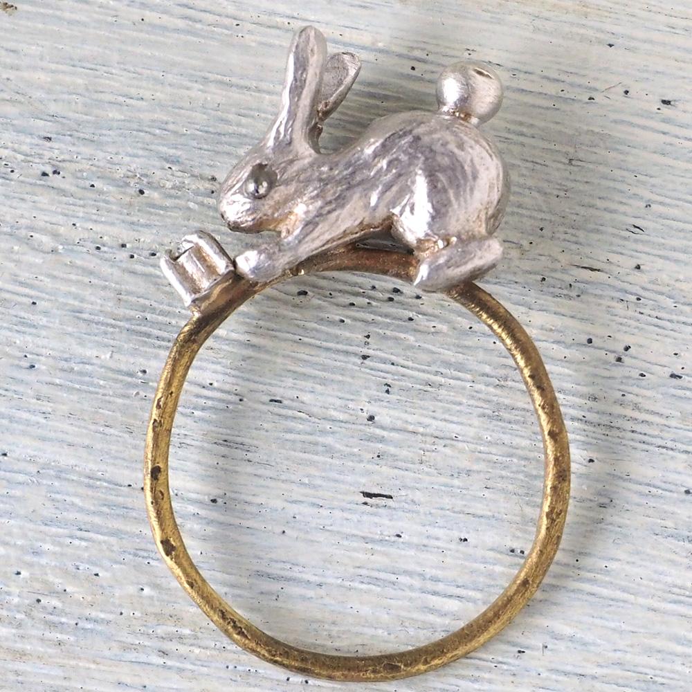 sasakihitomi アクセサリー作家・佐々木ひとみ シルバーのうさぎと真鍮リングの指輪 [No-080]